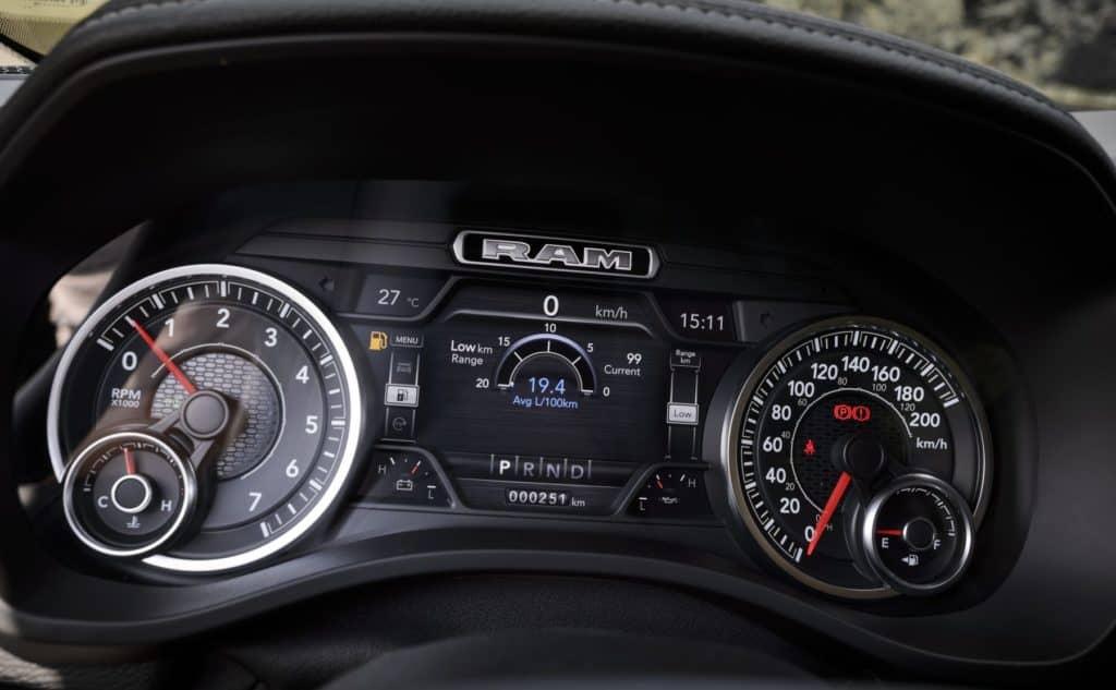 Peicher_US-Cars_2019_RAM_1500_Laramie_57_Crew_Short_Silver_33-1800x1112